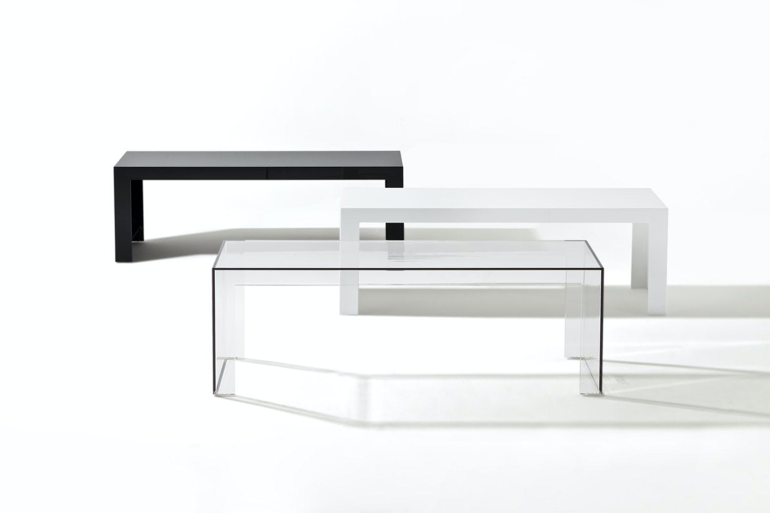 Invisible side table low by tokujin yoshioka for kartell for Deco kartell