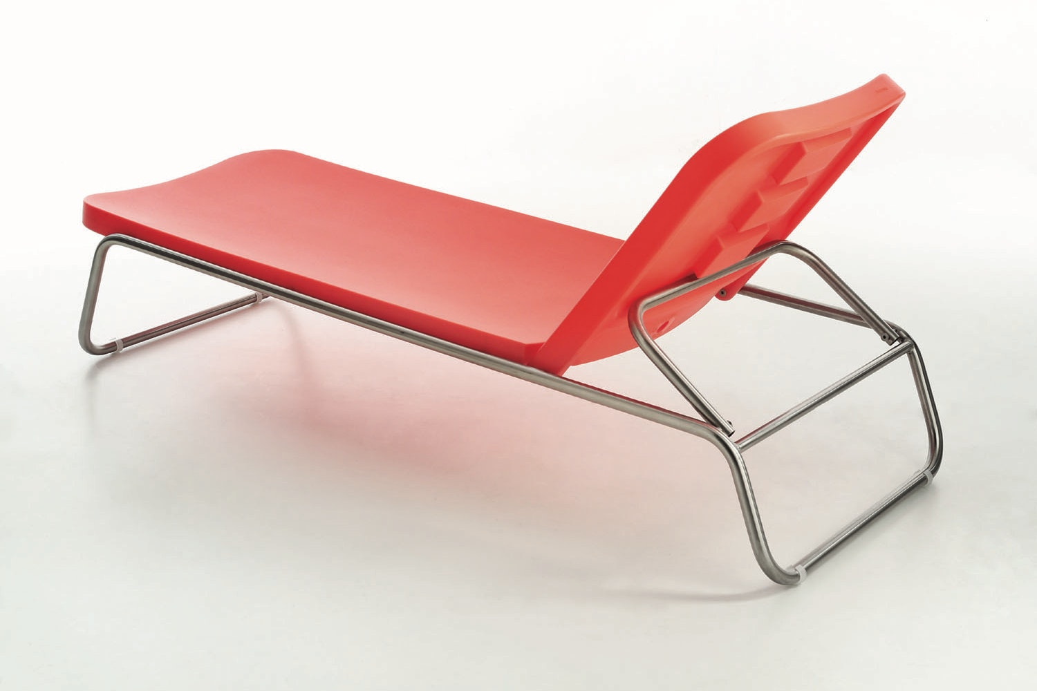 Time Out Chaise Longue by Rodolfo Dordoni for Serralunga