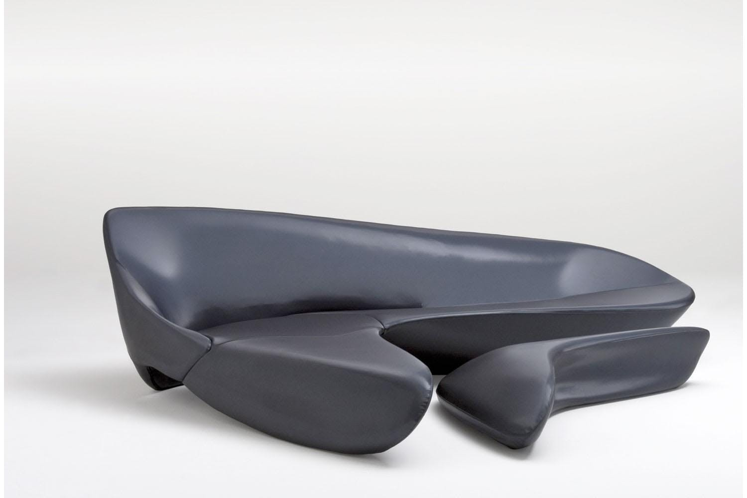 Moon system sofa by zaha hadid for b b italia space for Divano zaha hadid