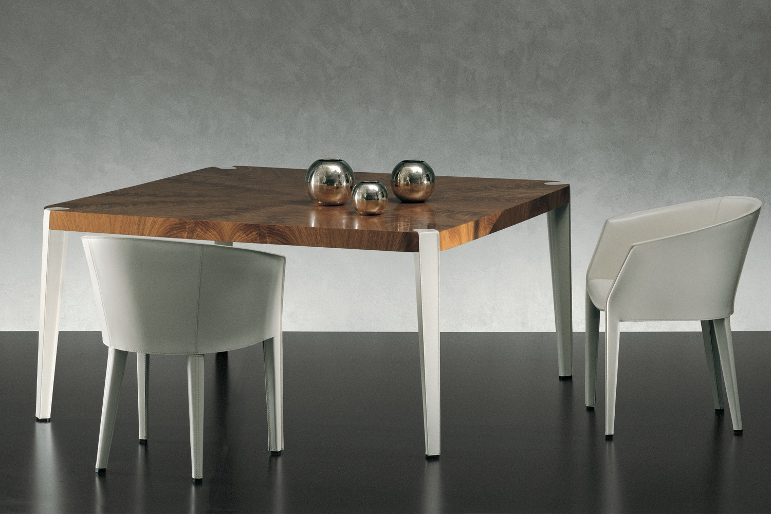 Victor Table by Antonello Mosca for Giorgetti