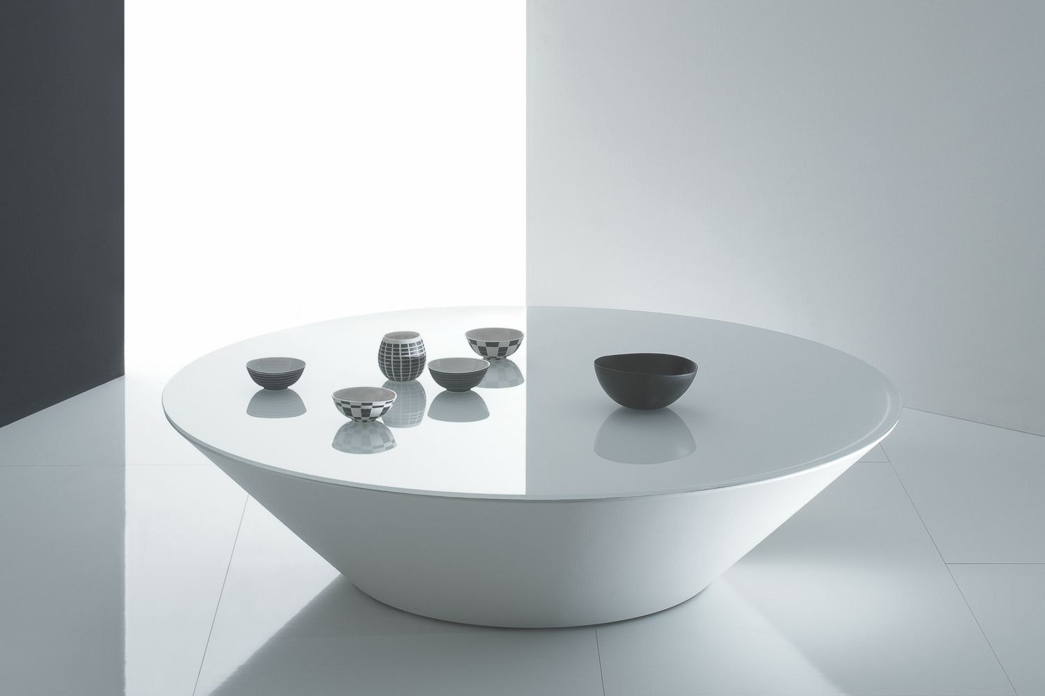 Pond in White Glass Coffee Table by Marco Acerbis for Acerbis